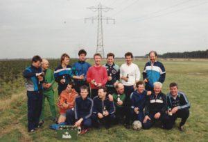 DVO-ers eind 1980. In het midden breed lachend Gerd Nicolin (D) op bezoek bij DVO